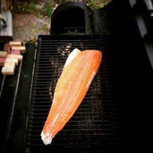 Daar gaan we weer. #roken #zalm #vis #zalm #salmon #smoking #fish
