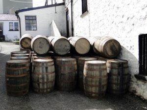 whiskey-barrels-667386_640